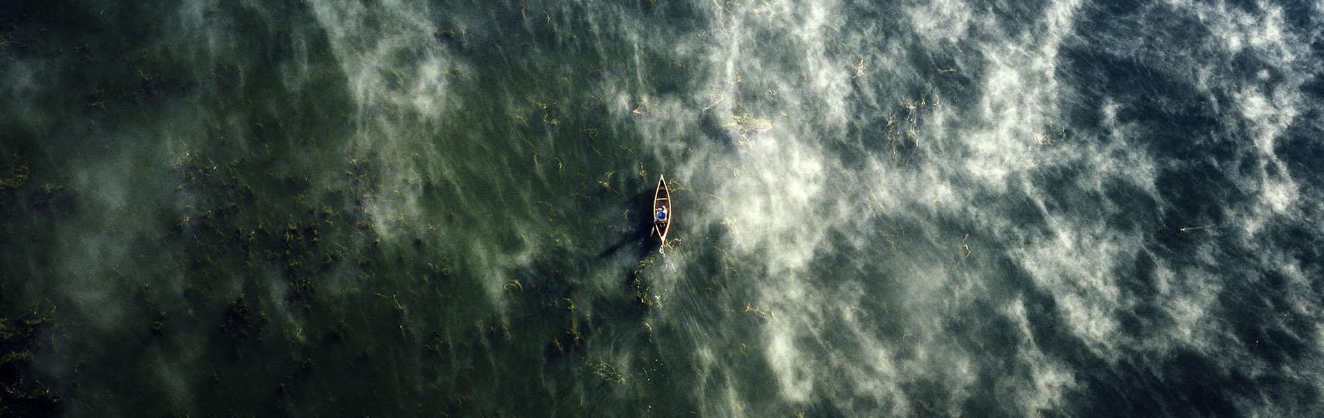 Vue aérienne d'un canot (Photo : Goh Iromoto)