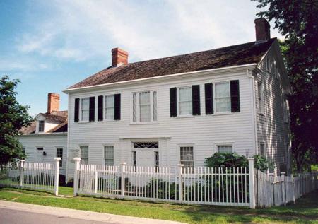 Macpherson House Exterior1