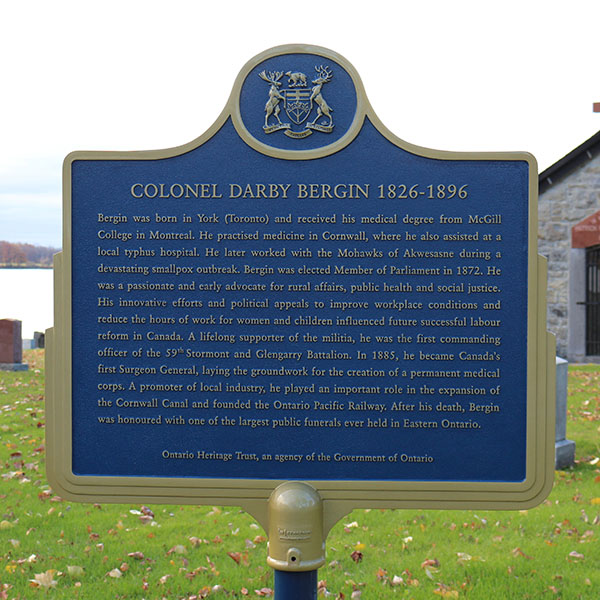 Plaque rend hommage au colonel Darby Bergin (Cornwall)