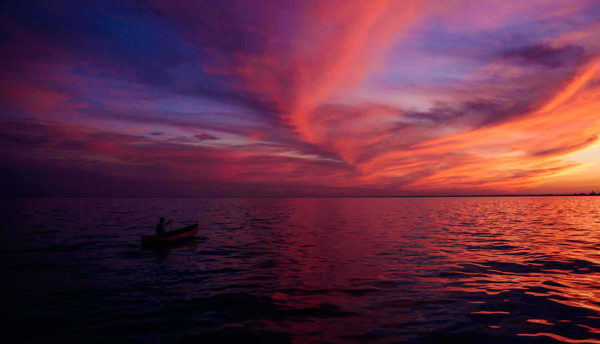 Lake Ontario by canoe (Photo: Destination Ontario)