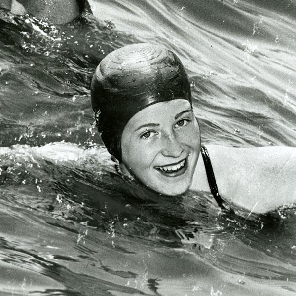 Marilyn Bell preparing to swim, 1954