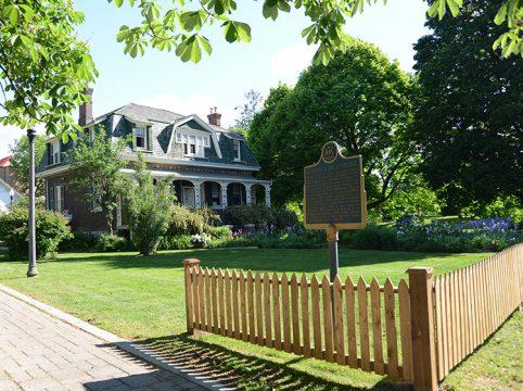 Ashbridge house with provincial plaque