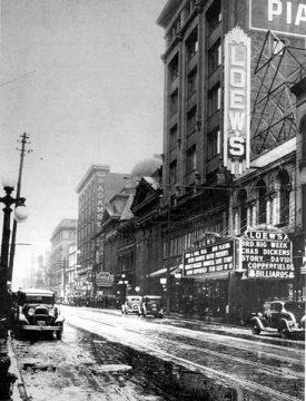 Marquise du cinéma Loew's sur la rue Yonge
