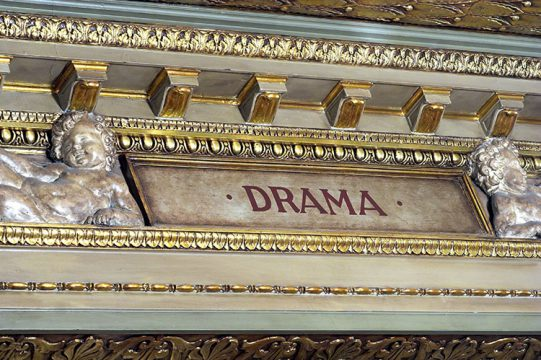 Mots écrits dans le foyer : Drame