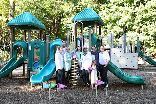 La première ministre Kathleen Wynne avec sa famille au parc Sherwood. De gauche à droite : Jessica, Stan, Kathleen, Olivia, Hugh, Jane, Maggie, Claire et Chris.