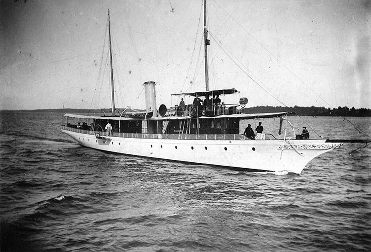 The yacht Magedoma