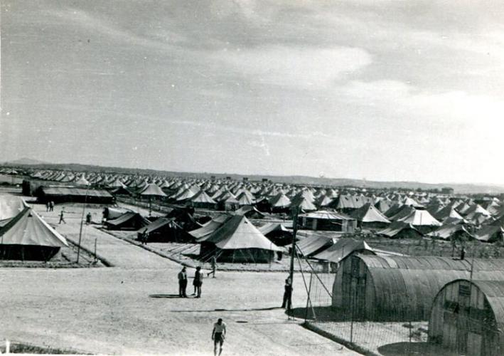 Scène d'un camp de personnes déplacées