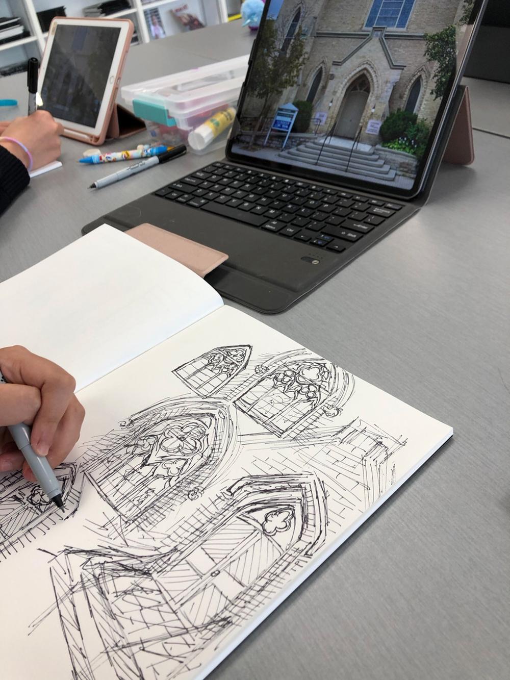 Élèves de 7e année de l'école Holy Trinity ayant participé au projet Heritage Architecture Artists