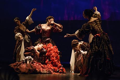 Medea, by Opera Atelier (Photo: Bruce Zinger)